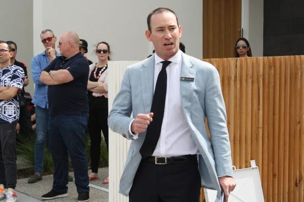 Nathan Waterson sells 25 Albion Street South Yarra under the hammer $2,160,000 with 2 bidders